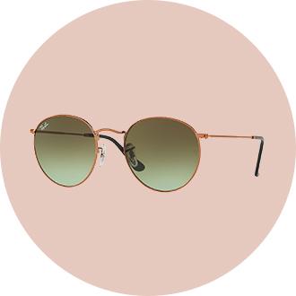ad4c8bde83e Top street style looks Paris Top Fashion Week sunglasses Ray-Ban