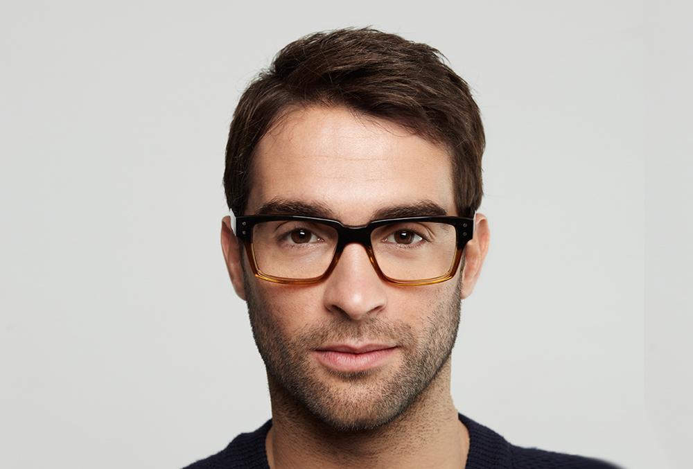 203249979 Abszolút útmutató a szem egészségéért, 1. rész, Szögletes Oakley dioptriás  szemüveg barna színben