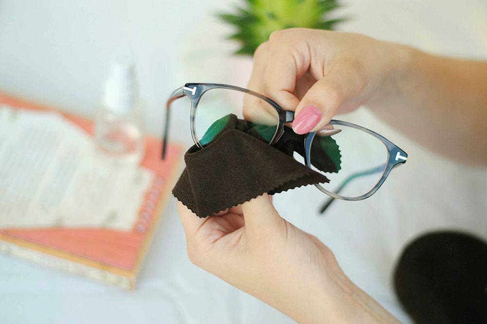 Okuliare je potrebné čistiť handričkou z mikrovlákna