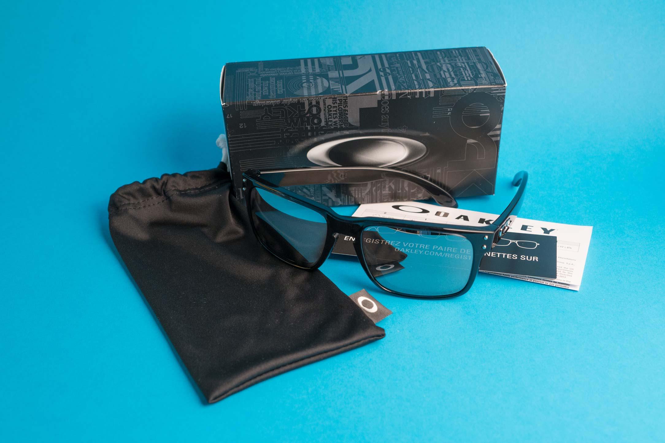 4e310db6e54 How to spot authentic Oakley sunglasses