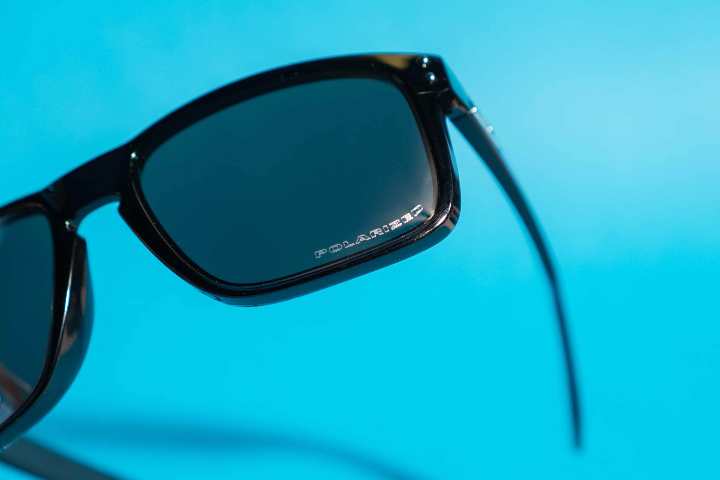 how to spot authentic oakley sunglasses