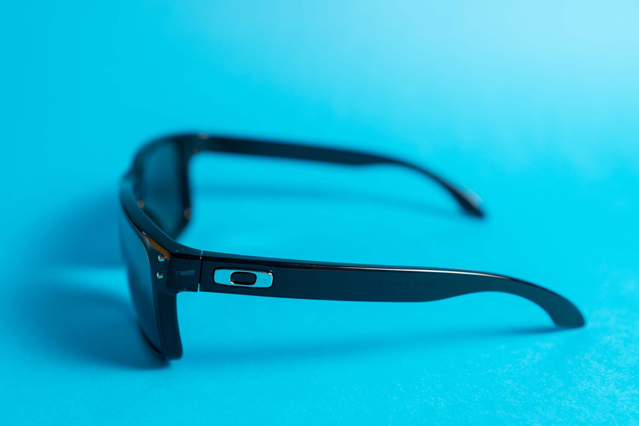 5 ways how to spot fake Oakley sunglasses | eyerim blog